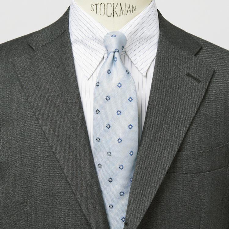 「ネクタイの結び目」きれいに見せるコツは?【1分で出来るスーツのお洒落】