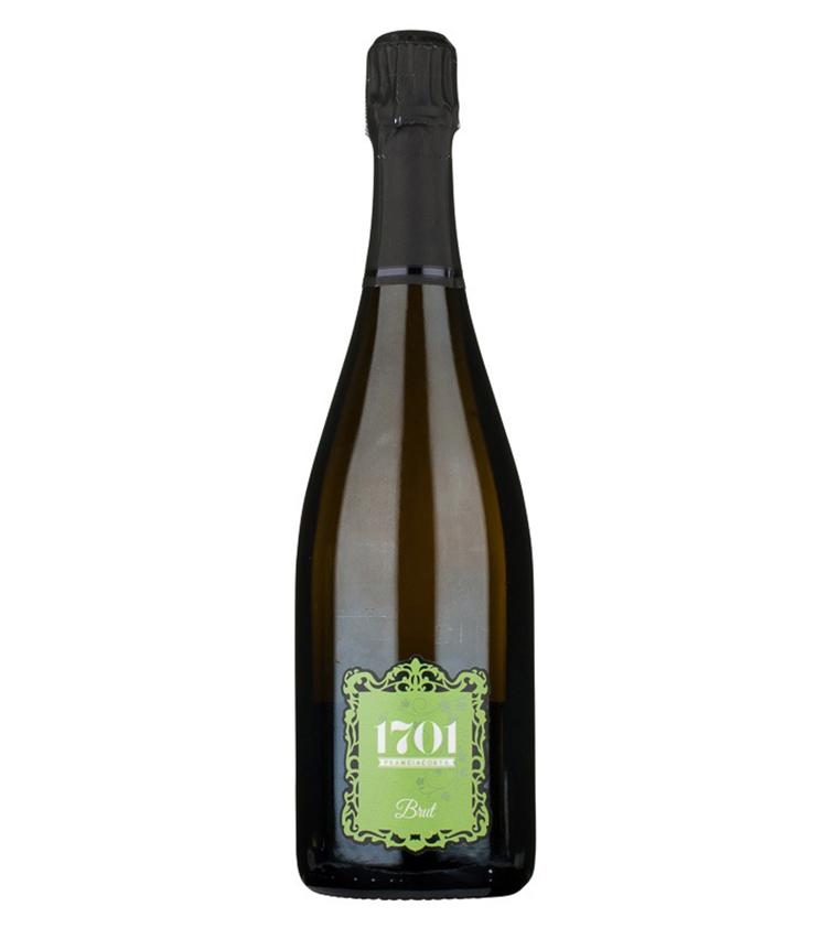<p><strong>1701(ディチャセッテウノ) クレスピアフランチャコルタ</strong><br /> こちらも2012 年から始動した新しい造り⼿のワイナリー。2016年にフランチャコルタの中で初めて、ビオディナミ(有機農法の一種)生産者として認証を受けた。コンポストも自家製、さらに一次、二次発酵でも、天然酵母を使用しているというこだわりよう。果実のフレッシュさとミネラルがバランス良く融合し、繊細でありつつ、深みのある味わい。手巻き寿司や、豚の生姜焼きといった、家庭料理とも合わせて楽しめる。<br /> <a class=
