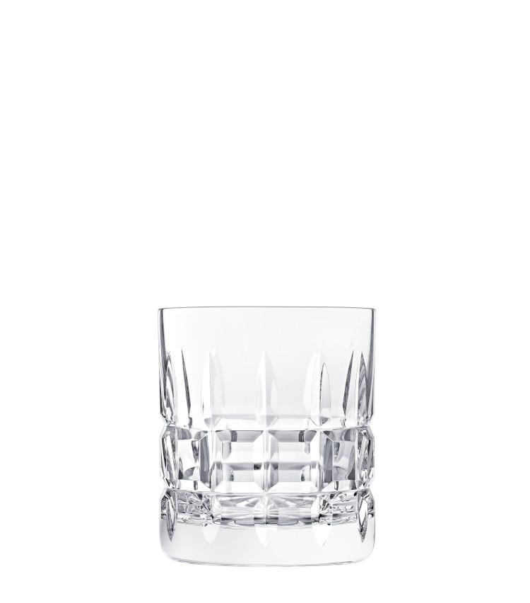 <p>ロックグラス。お酒と氷が入ることでカッティングの美しさが際立つ。H90㎜×∅80㎜。270ml。1万7000円。</p>