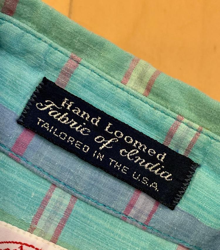 <p>当時のマドラスチェックのシャツには、ほとんどのブランドがこのようにインド製のマドラスを使っていることがわかるようにラベルが付けられていました。</p>