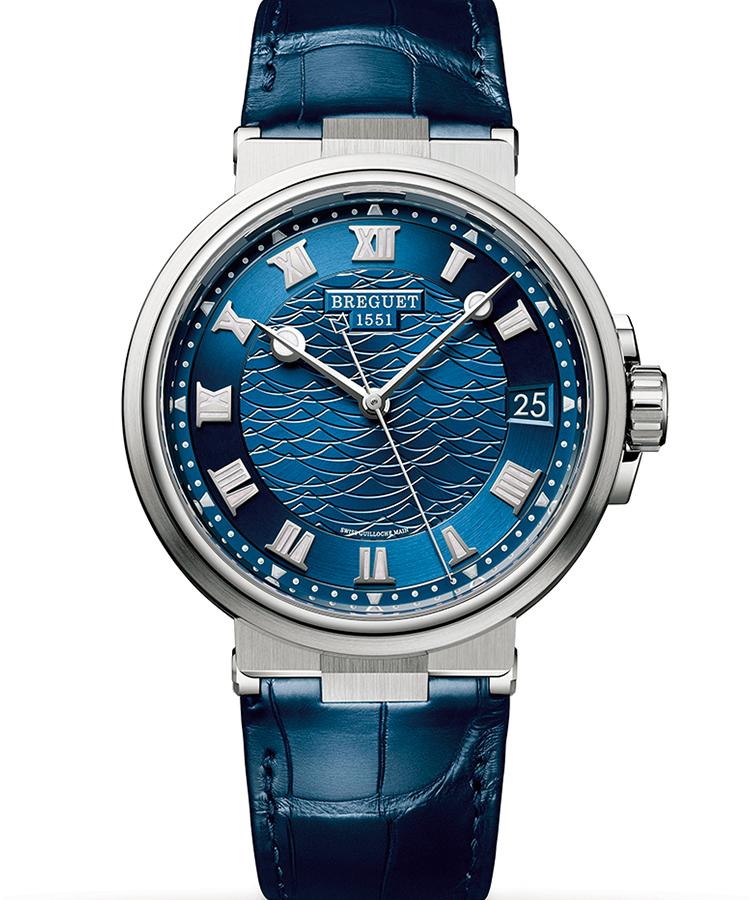 <p><b>BREGUET</b> ブレゲ<br /> マリーン 5517<br /> <b>リゾートに誘うラグジュアリーな海時計</b><br /> 名門メゾンのスポーツウォッチは、プレシャスな素材に身を包み、上質な手彫りギヨシェのダイヤルで華やかさを増す。入念に磨き上げたダイヤルの青は、メタリックな質感を放ち一層色鮮やか。ローマ数字でクラシカル感もまとった。自動巻き。径40mm。18KWGケース。アリゲーターストラップ。341万円(ブレゲ ブティック銀座)</p>