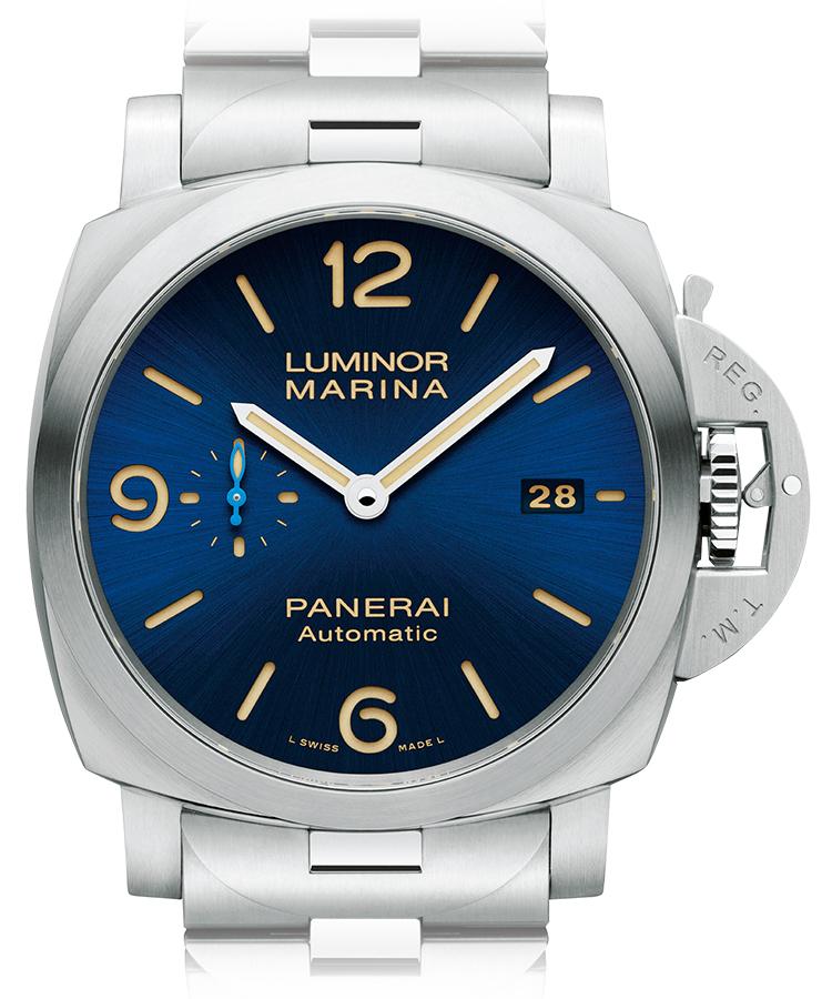 <p><b>PANERAI</b> パネライ<br /> ルミノール マリーナ 44MM PAM01058<br /> <b>大きく厚いミリタリーウォッチが、ブルーで印象を一変</b><br /> クッション型のケースやインデックスをくり抜いたサンドイッチダイヤル、そしてリューズガードなど、イタリア海軍のために考案された外観を今に受け継ぐ。そのダイヤルを、サンブラッシュブルーに仕立て、上品なたたずまいを手に入れた。ベージュの蓄光塗料を用いることで、レトロ感も高めている。自動巻き。径44mm。SSケース&ブレスレット。93万円(オフィチーネ パネライ)</p>
