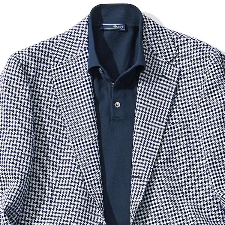 <p><strong>1位<br /> 「ジャケット×ポロシャツ」最強の法則とは?【1分で出来るスーツのお洒落】</strong><br /> 夏になると活躍する、ジャケット×ポロシャツの組み合わせは、簡単そうで意外とおじさんっぽくなりがち。だが、あるスタイリングの法則を知っていれば誰でもお洒落に着こなすことができる。それは、「柄ジャケット×ジャケットの柄と同系色を拾ったポロシャツ」を合わせる着こなし。こちらのコーデは、ネイビーの千鳥格子ジャケットに、ネイビー系のポロシャツを合わせている。ジャケットの柄が洒落感を押し出しつつも、ジャケットとインナーが同系色であることで着こなしにまとまりが生まれている。お洒落の押し出しと、統一感のバランスが取れる着こなしテクなのだ。<br /> <small>(2020年6,7月号掲載)</small></p>