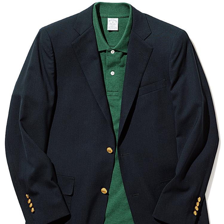 <p><strong>3位<br /> おじさんぽく見えない「紺ブレ×ポロシャツ」合わせ【1分で出来るスーツのお洒落】</strong><br /> もう既に始まっている企業も多いだろう「クールビズ」。着こなしに悩む方も多いだろうが、その王道はなんと言ってもブレザー×ポロシャツだ。スーツほどかっちりした印象がなく、合わせられる洋服の幅が広いブレザーは、カジュアルなインナーとも好相性。襟付きのポロシャツを合わせれば、十分クールビズに対応する着こなしが完成する。ポロシャツの色は無難な白ポロではかえっておじさんのようになる恐れも。普段挑戦しない、グリーンなどを取り入れるとお洒落に見せられるだろう。<br /> <small>(2020年6,7月号掲載)</small></p>
