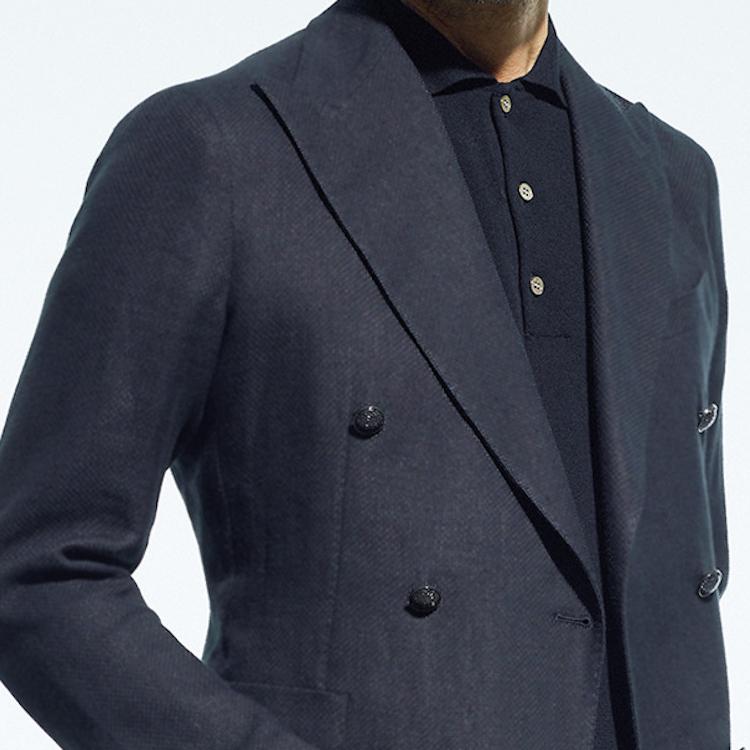 <p><strong>4位<br /> 仕事で夏の「黒ジャケット」、こんな合わせならアリ!【1分で出来るスーツのお洒落】</strong><br /> 一般的に黒い服は熱を吸収して夏には不向きと思われているだろう。だがしかし、実は夏こそ黒い服が活躍することを知っているだろうか? クールビズでネクタイをはずしたり、着こなしがシンプルになるこれからの時期、どこか装いが味気なくパッとしない印象になりがちだ。そんなとき、ジャケットやポロシャツを黒にして欲しい。着こなし全体が引き締まって見え、どこかモダンな雰囲気を醸し出すことができるのだ。<br /> <small>(2020年6,7月号掲載)</small></p>