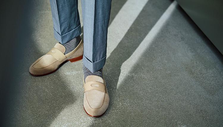 「きちんと見えて涼しい」夏スーツの足元は、こんな靴!