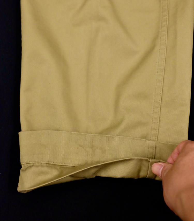 <p><strong>【Technique 1】パンツの裾を「二重ロールアップ」</strong><br /> 続いて、タタキ線のすぐ下でもういちど折り返す。</p>