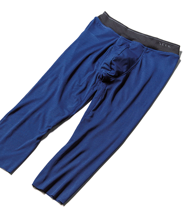<p><strong>SEEK / シーク<br /> 見落としがちなパンツ汗染みに</strong><br /> 淡色のグレスラなどは気づかないうちに汗染みが浮いていることも多いが、膝裏まで覆う本品を穿けば、汗染みにしっかり対応できる。カットオフのため表に響きにくく、着込んでいることを気づかせないのもシークならでは。ニーレングス 3300円(グンゼお客様相談室)</p>