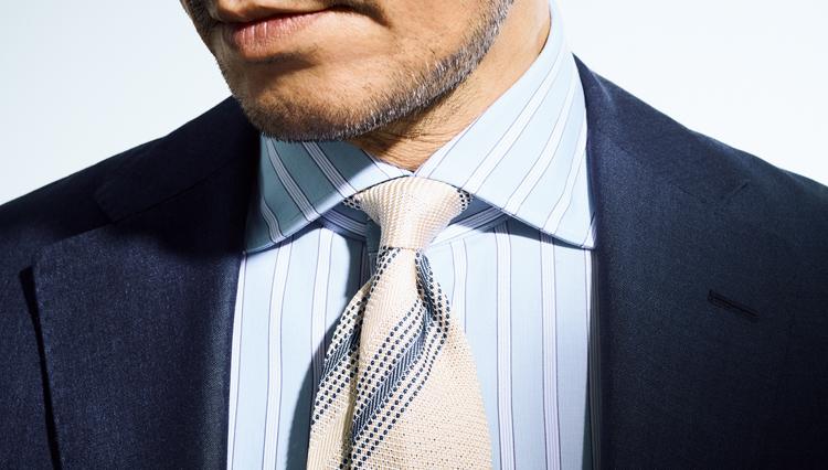 「この色のネクタイ」でいつもの紺・グレイスーツが涼感UP!