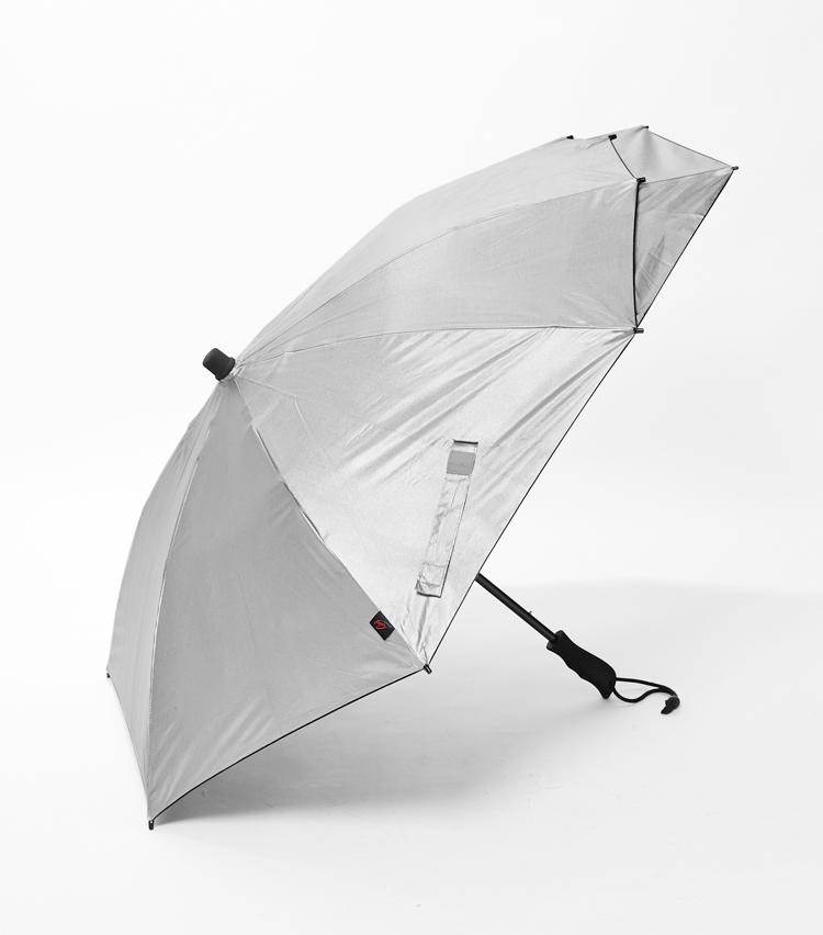 <p><strong>「ユーロシルム」傘の横顔</strong><br /> 特殊な横顔のこちらは、ビジネスリュックにもってこい。</p>