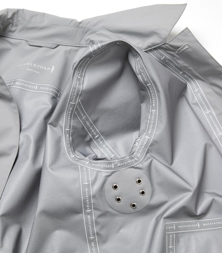 <p><strong>「マッキントッシュ」ここが注目の凄み</strong><br /> 縫い目の部分には止水テープを施して完全防水を実現。</p>