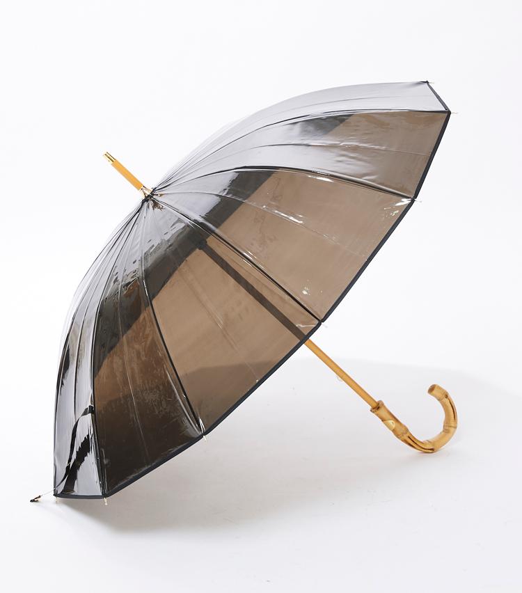 <p><strong>「トラディショナル ウェザーウェア」傘の横顔</strong><br /> ビニール傘の利点である、視認性はそのままにダークで落ち着いた印象に。</p>