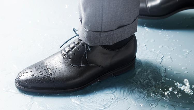 梅雨に履きたい「雨の日対応のドレス靴」8選