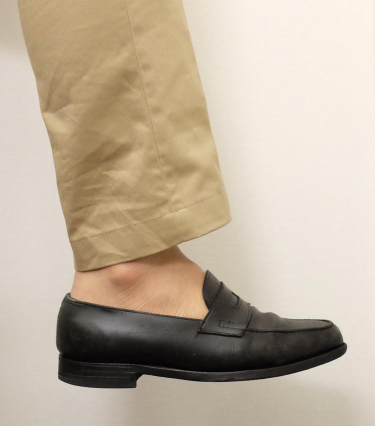 <p><strong>ファルケ</strong><br /> これは完璧! ソックスが覗きやすいベロ付近やカカト周りも完全に隠れている。これなら、履き口の広いタッセルローファーなどとも相性がよさそうだ。</p>