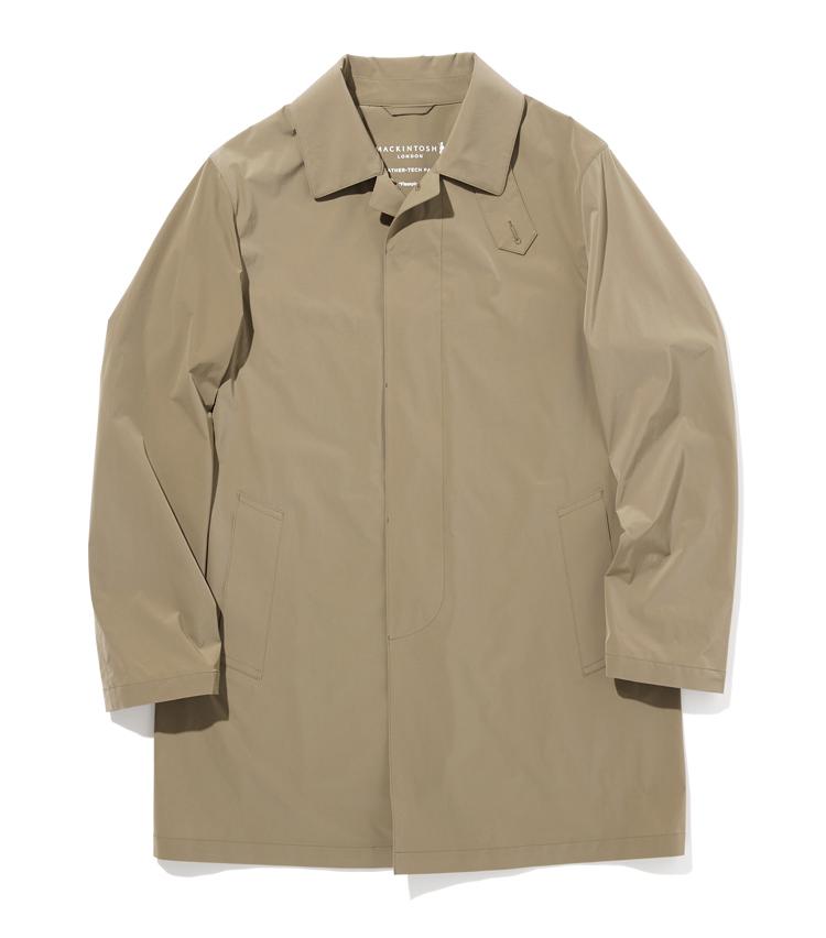 <p><strong>マッキントッシュ ロンドン</strong><br /> マッキントッシュ ロンドンのコートの代表モデル「ダヌーン ML」は、独特の肩傾斜とコンパクトな肩周りから裾に向かって広がっていくAラインが象徴的な一着。伸縮性に優れた軽量な2WAYストレッチナイロン素材は、特殊な加工により張りを出し、皺になりにくい工夫が。撥水など、機能性にも優れており、バルカラーやフライフロントなど、ビジネスシーンにふさわしいドレス感を保つデザイン性も見逃せない。収納袋付きで携帯にも便利だ。6万3000円(SANYO SHOKAI カスタマーサポート)</p>