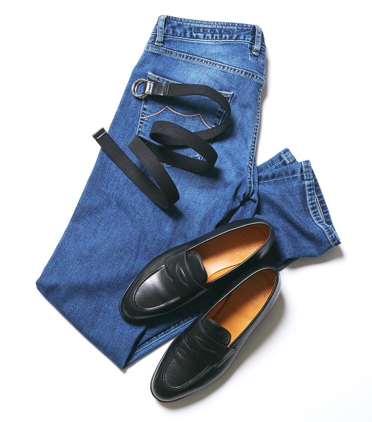 <p><strong>ローファー×キャンバスベルト</strong><br /> 靴とベルトの相性自体は悪くないが、ウォッシュドデニムとの相性が微妙。ミリタリーグリーンのパンツなどとは合いそうだが、意外とパンツ選びが難しい印象だ。</p>