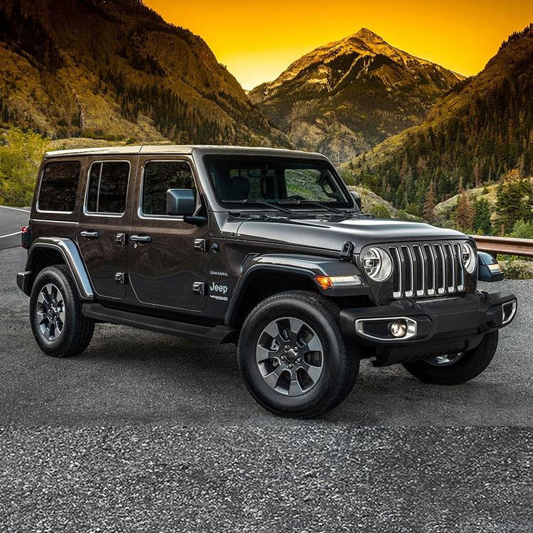 <p><strong>ジープ ラングラー<br /> 490万~612万円</strong><br /> SUV専門ブランドのジープの中で、最もオフロード色が強いラングラー。4ドアモデルの追加やフルモデルチェンジによる装備の近代化が図られ利便性は飛躍的に向上。ルックスの良さもあって輸入車SUVの中でも常に上位の人気を誇っている。カタチはクラシックながら安全機能などに近代装備も多数採用し、乗用車としての基本スペックも非常に高いのもオススメする理由のひとつ。人気の4ドアもいいが3ドアを狙うのも大いにアリ。</p>