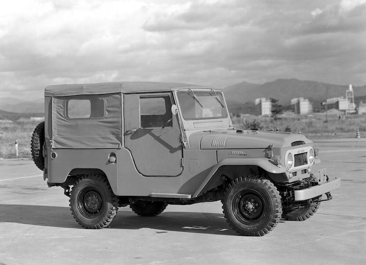 <p>1960年に登場した3世代目となる40系。ソフトトップ、2ドアバン、4ドアバン、ピックアップ、消防車が設定されていた</p>