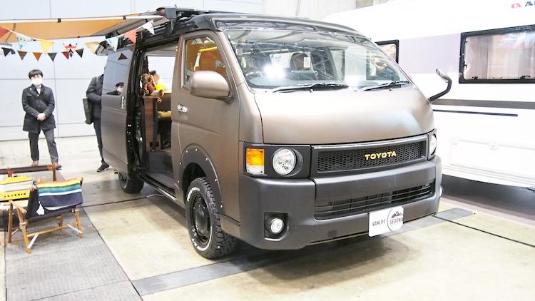 <p>同じくトヨタ「ハイエース」ベースのflexdreamの「FD-BOX7vanlife」。この車両は丸目外装などを追加したコンセプトモデルだ。</p>