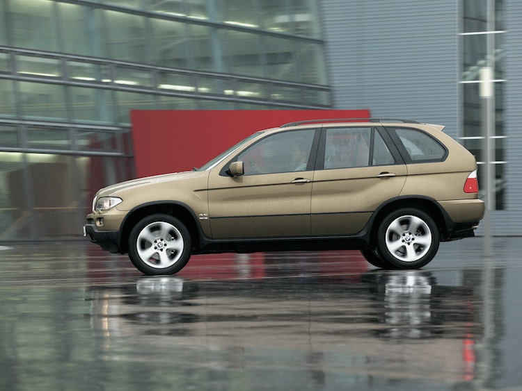 <p>2003年のマイナーチェンジで電子制御式4WDのxDriveが採用された。ボディサイズは全長4665×全幅1870×全高1705mm</p>