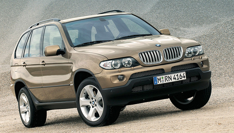 """ポルシェ カイエンより早かった""""ラグスポSUV""""の元祖「BMW X5」の魅力とは?"""