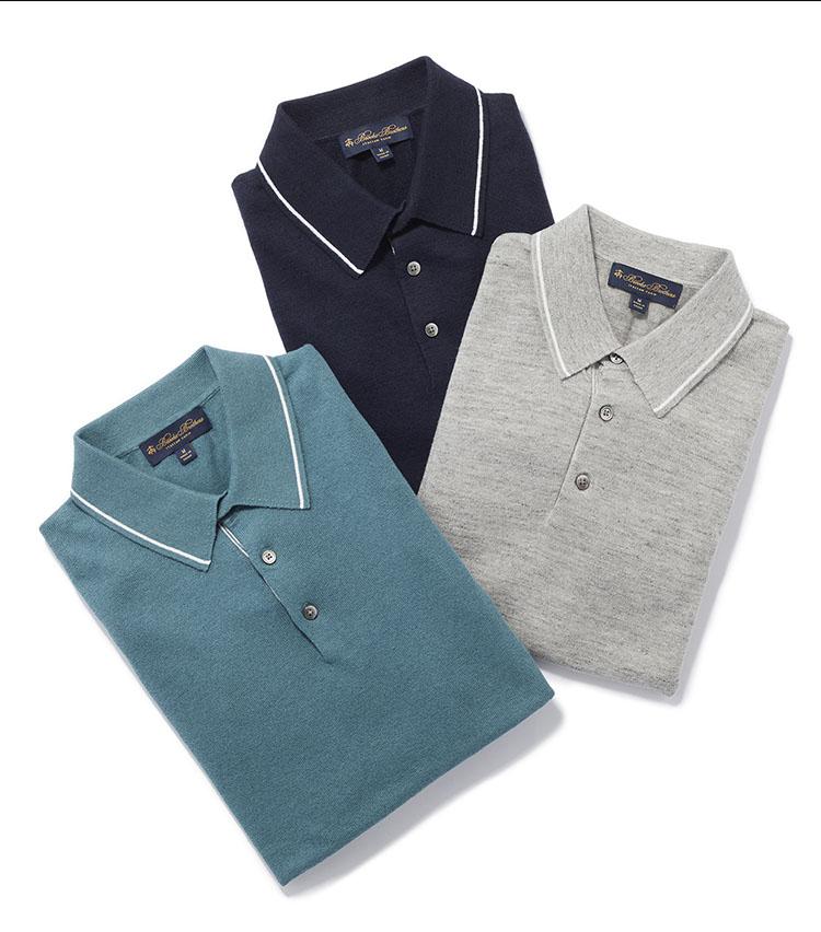 <p><strong>きれいめに着るなら、さらりとしたポロセーターを</strong></p> <p>普段きれいめな印象のドレッシーな服が好きな方は、ポロセーターを選ぶと良いだろう。こちらはリネンコットン素材のニットポロで、さらりとした肌触りが特徴。上品かつ涼やかに着ることができる。黒蝶貝のボタンや襟に入ったストライプのデザインも高級感がある。1万3000円(ブルックス ブラザーズ ジャパン)</p>