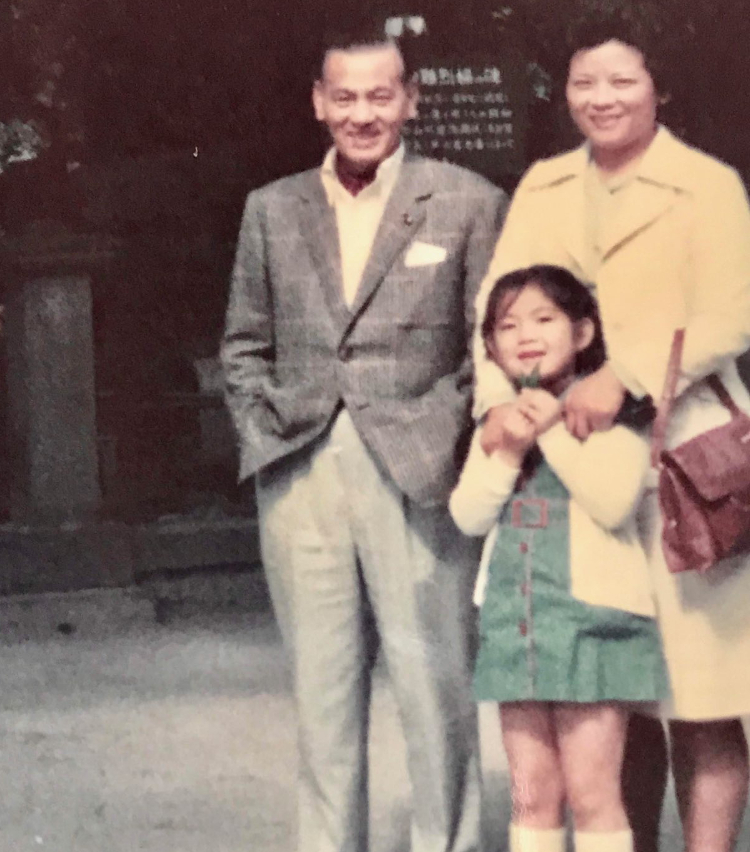 <p>私のトラディショナルスタイルのルーツでもある母方の祖父。ウィンドウペンのジャケットにアスコットタイ。1970年年代初めの頃に撮影。</p>