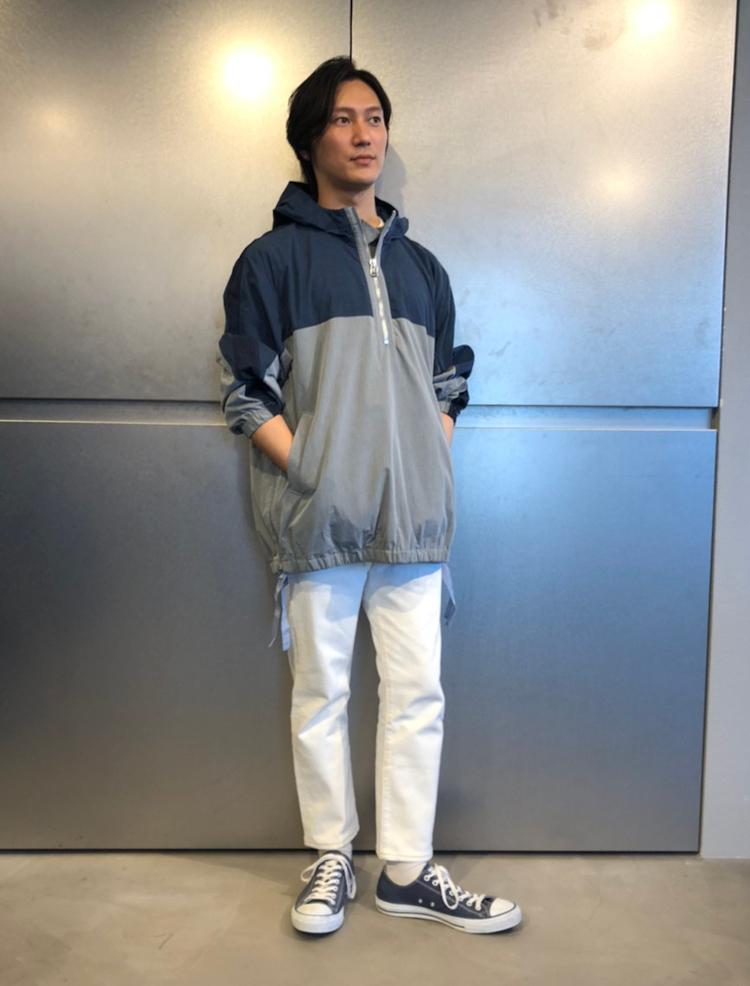 <p><strong>リーバイス® リテール統括部 ディストリクトマネージャー<br /> 富永祐介さん(34歳)</strong><br /> 「やっぱりリーバイス®は501®がベストデニムだと思いますが、僕はあえてホワイトブリーチしているこのモデルが好きです。ホワイトデニムに無骨さがあり、男らしく着用できます。」</p>