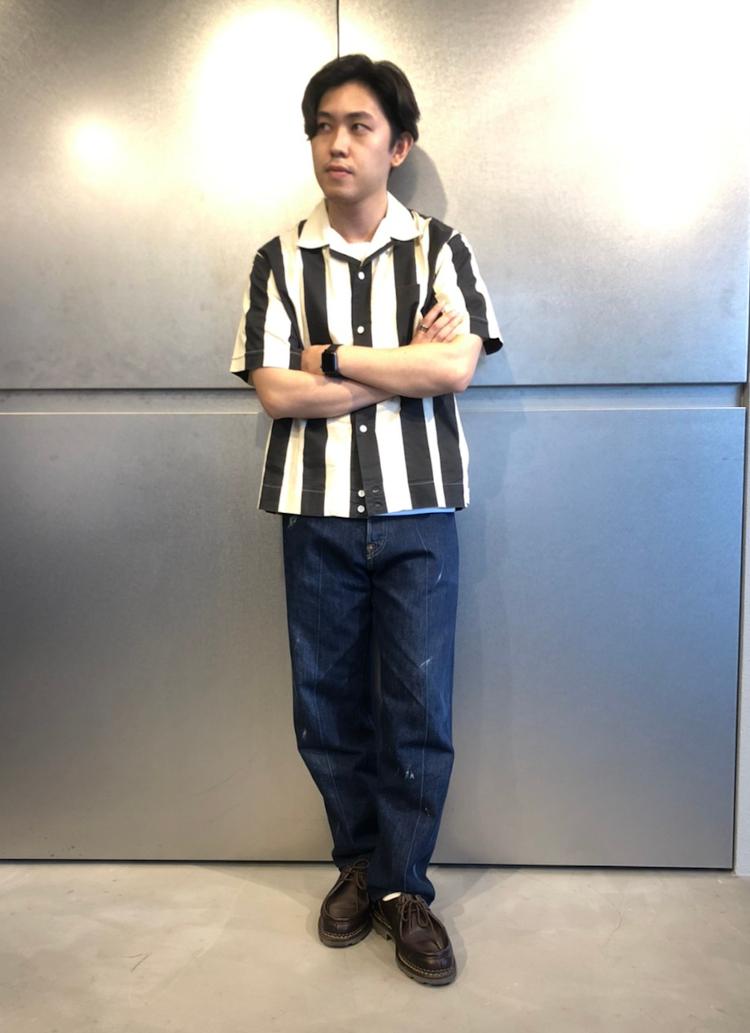 <p><strong>リーバイス® フラッグシップストア スタッフ<br /> 時田将吾さん(25歳)</strong><br /> 「定番の501®にテーラーショップでカスタマイズをしたデニム。こちらはセンターにプレスを入れて大人っぽく穿きました。他の人とは被らないオリジナルのカスタマイズをして穿くのが今の気分です。」</p>
