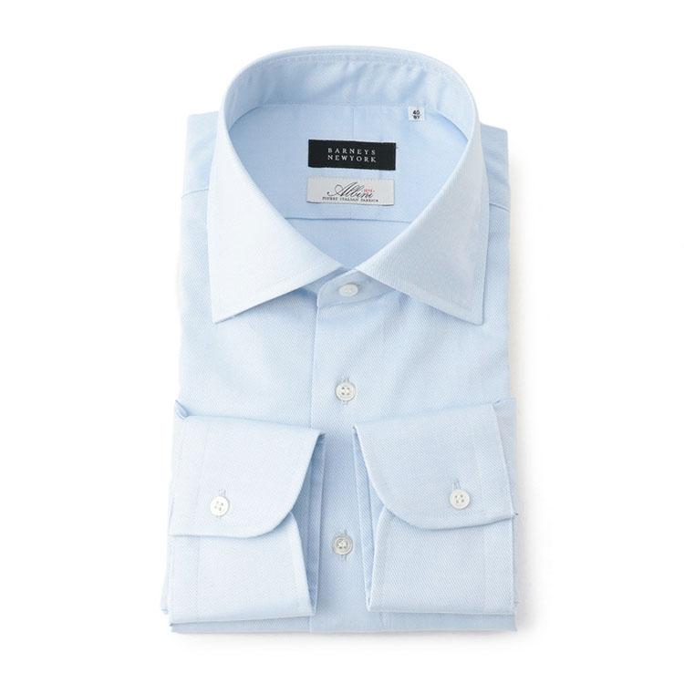 <p><strong>BARNEYS NEW YORK</strong><br /> バーニーズ ニューヨーク「アルビニ社ツイル生地 ドレスシャツ」</p> <p><strong>サラリと1枚で着られる工夫に脱帽<br /> </strong></p> <p>バーニーズ ニューヨーク オリジナルのドレスシャツは生地に注目したい。使用しているイタリア・アルビニ社の上級ツイル生地は、適度な光沢があり上品さがたまらない。また、ボタンを外して1枚でサラリと着られるように、第1と第2ボタンの間隔が調整されている点も秀逸だ。1万6000円</p> <p> <a class=