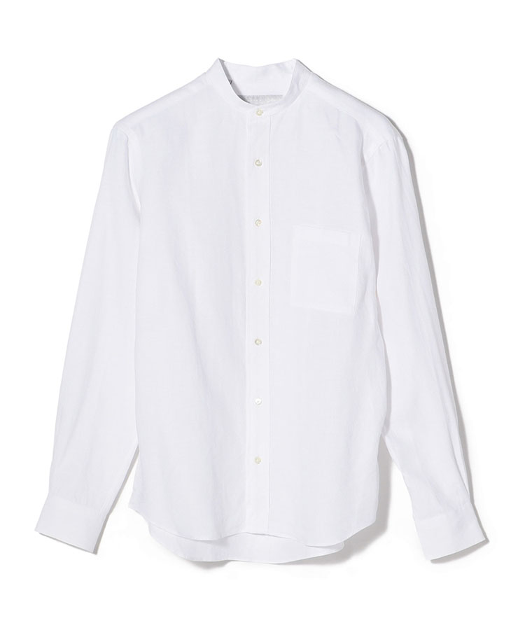 <p><strong>ESTNATION</strong><br /> エストネーション「リネンバンドカラーシャツ」</p> <p><strong>タックイン、アウトどちらもOKのリネンシャツ<br /> </strong></p> <p>このところ人気の高いバンドカラーシャツを麻100%生地で仕立てている。独自の加工を施すことで生まれる、ソフトでふくらみのある素材感は肌触り良好。また、独自の加工により、麻素材でありながら生地のハリ感をなくし、新品とは思えないドレープ感を表現しているのは見事。1万5000円</p> <p> <a class=
