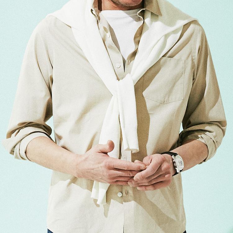 休日カジュアルは「シャツの着方を工夫する」べし【1分で出来る胸元お洒落】