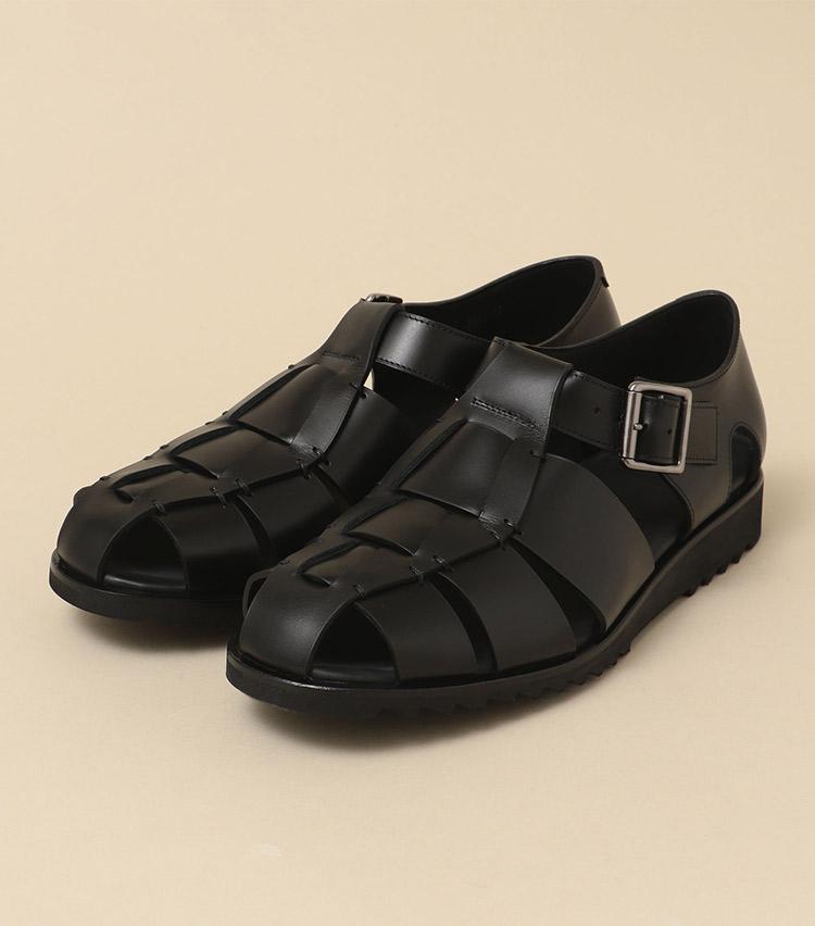 <p><strong>【人気No.2サンダル】<br />パラブーツのグルカサンダル「パシフィック」</strong><br /> 2位はパラブーツの夏の定番になりつつあるグルカサンダル。肌の露出が少ないこのサンダルは、どこか革靴らしいきちんと感も併せ持つ。そのためサンダル以上に履き回しやすいのが受けている模様。素足履きはもちろん、ソックスとのコーディネートもおすすめだ。3万4000円<br /> <a class=