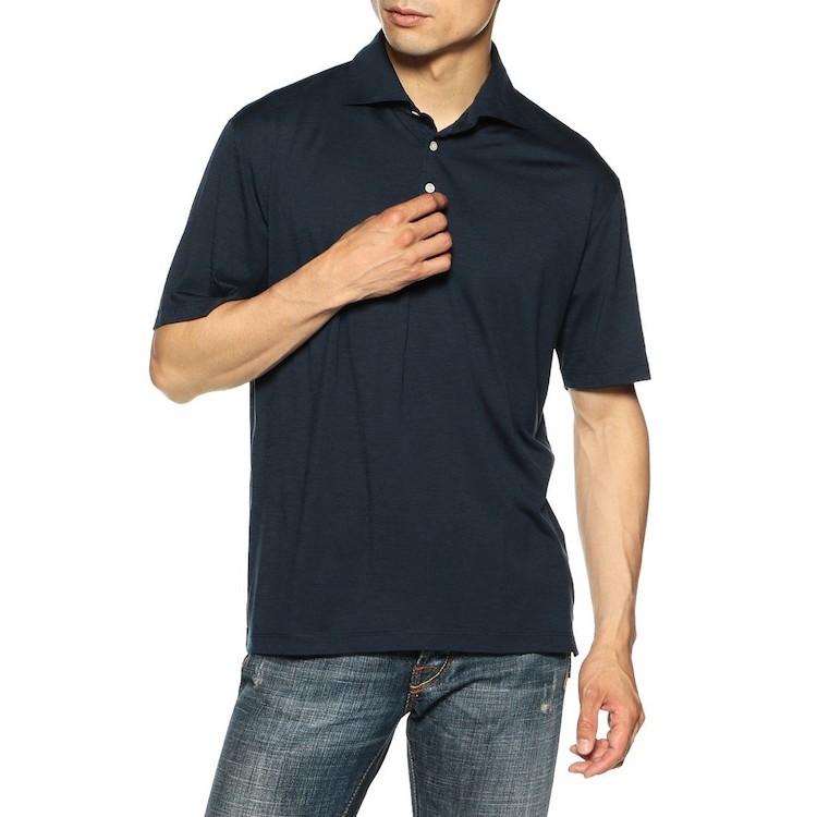 <p><strong>【人気No.3ポロシャツ】<br /> バーニーズ ニューヨークのウールジャージーポロシャツ</strong><br /> 3位は気品溢れるウールポロ。放湿性や温度調整に優れる天然の機能素材であるウールを、イタリアの生地メーカー、レダ社がウールジャージーに昇華。これを程良くトレンドを加味したベーシックポロに落とし込んでいるため、使い勝手は抜群だ。1万9000円<br /> <a class=