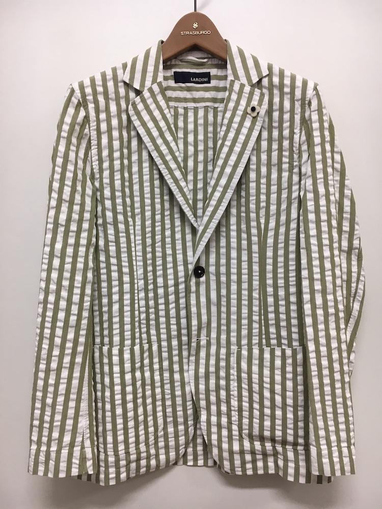 <p><strong>【人気No.3ジャケット】<br /> ラルディーニのシャツジャケット</strong><br /> 3位は爽やかなストライプのシアサッカージャケット。タイドアップも映えるテーラード仕立てだが、背中にシャツのようなダーツを施しているため、程良くリラクシングな印象でオフにも活躍。グリーンも今季のトレンドを押さえている。4万8000円<br /> <a class=