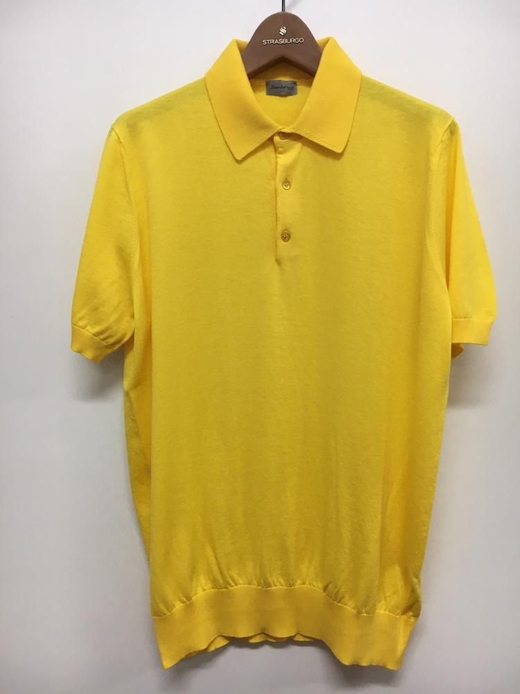 <p><strong>【人気No.2ポロシャツ】<br /> サルトリオのニットポロシャツ</strong><br /> イタリアのスーツブランドから、今季デビューしたニットポロも好調。形はクラシックだが、発色はかなりビビッド。レッド、ターコイズ、グリーン、イエローなど多色を展開し、選べるところも嬉しい。定番アイテムながら、新しさの感じられるポロシャツだ。3万8000円<br /> <a class=