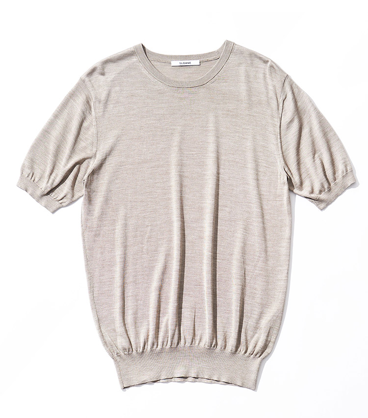 <p><strong>11.スローンのニットTシャツ</strong><br /> シルク100%ニットならではの微光沢感とドレープ感は、半袖であっても上品かつラグジュアリー。汎用性の高いベージュカラーは、スラックスからデニムまで幅広く活躍する。2万5000円(スローン TEL:03-6421-2603)</p>