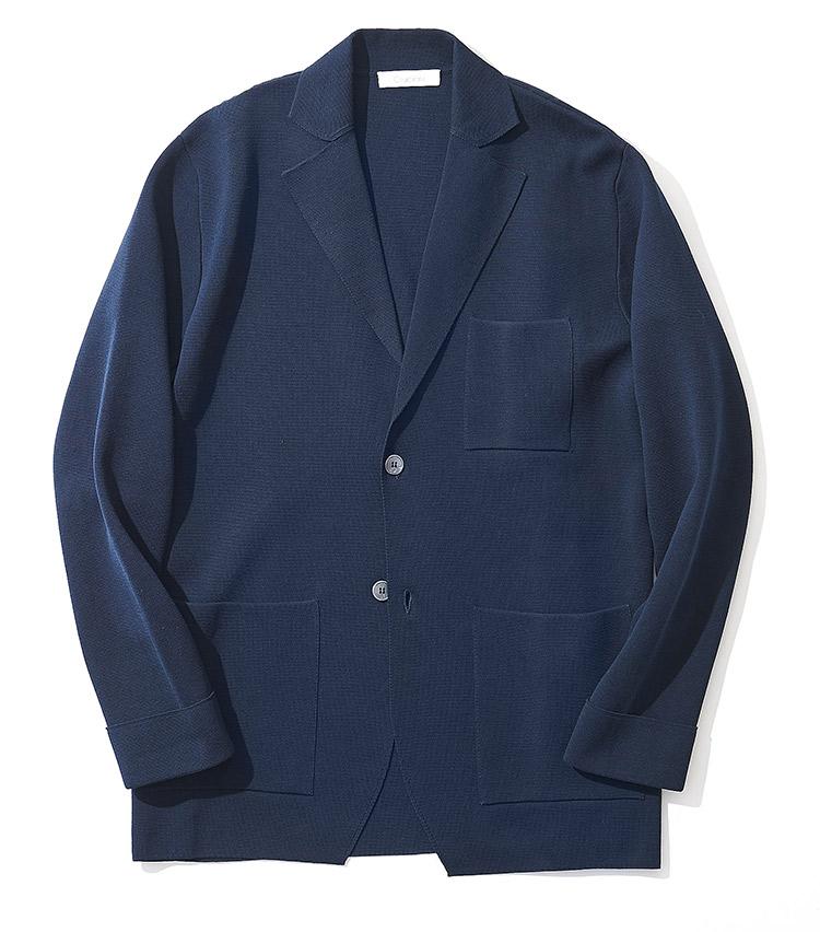 <p><strong>6.クルチアーニのニットジャケット</strong><br /> 柔らかくもハリがあり、ビジカジから休日カジュアルまで馴染むコットン製ミラノリブ。アームホールも広めに取られており、リラックスした着心地を楽しめる。12万5000円(ストラスブルゴ TEL:0120-383-563)</p>