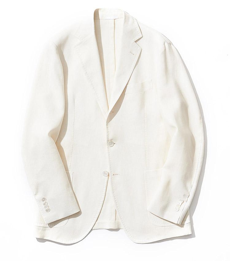 <p><strong>7.サルトリオのジャケット</strong><br /> ウール×リネンをホップサック織りにした、見た目にも体感的にも清涼感のある1着。光にかざすと透けるほど薄手で軽く、またドライなタッチなのでカットソーの上から着ても心地良い。13万7000円(グジ 東京店 TEL:03-6721-0027)</p>