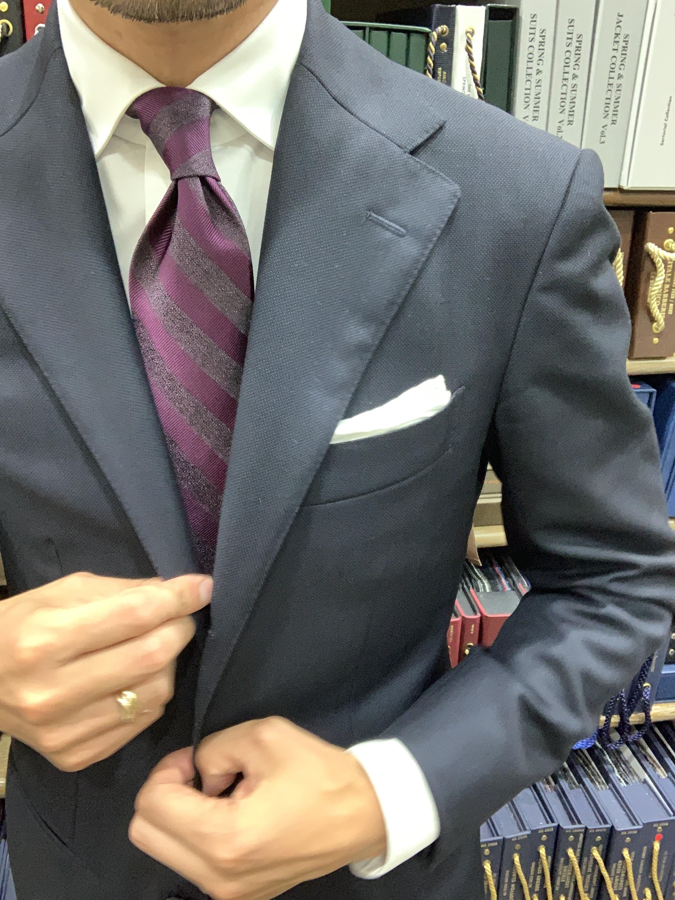<p>9. ポケットチーフを覗かせると、さらに綺麗に見える。</p>