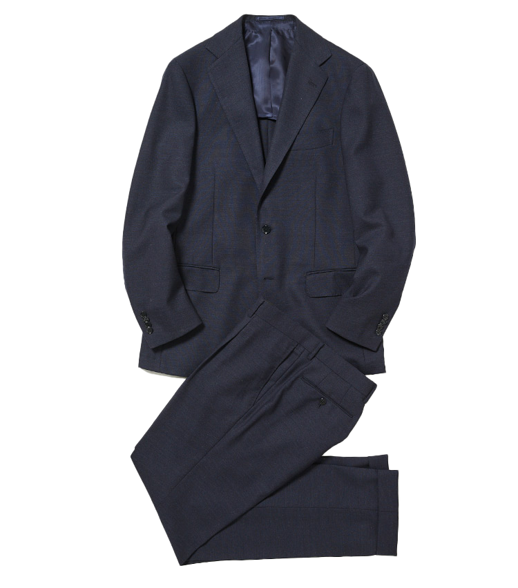 <p><strong>1.リングヂャケットの紺無地スーツ</strong><br /> バルーンフレスコの紺無地スーツは、同店で人気のバルーンシリーズの新作。フレスコは通気性や耐久性に優れた英国調の夏素材。そこへ伸縮性も加えたこちらのスーツは締め付けが少なく、暑い夏もノビノビ快適に過ごすことができる。11万円(リングヂャケットマイスター206 青山店)</p>