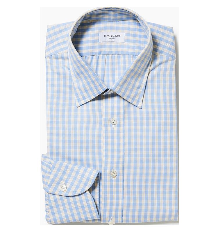 <p><strong>5.リングヂャケット ナポリのブルーチェックシャツ</strong><br /> 小襟が上品なナポリ仕立てのオリジナルシャツ。遠目は水色のギンガムチェックだが、実はイエローの格子が入っていて、洒落たアクセントになっている。3万6000円(リングヂャケットマイスター206 青山店)</p>