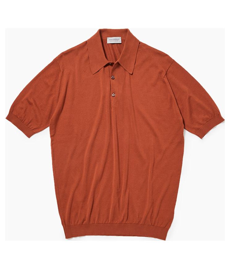 """<p><strong>14.ジョン スメドレーのニットポロ</strong><br /> 高級綿のシーアイランドコットンを使用した""""ジョンスメ""""の愛称で呼ばれるニットポロは、ミドルエイジの大定番。リングヂャケットでは""""シナモン""""カラーと呼ばれるオレンジを今季は推している。<br /> 2万6000円(リングヂャケットマイスター206 青山店)</p>"""