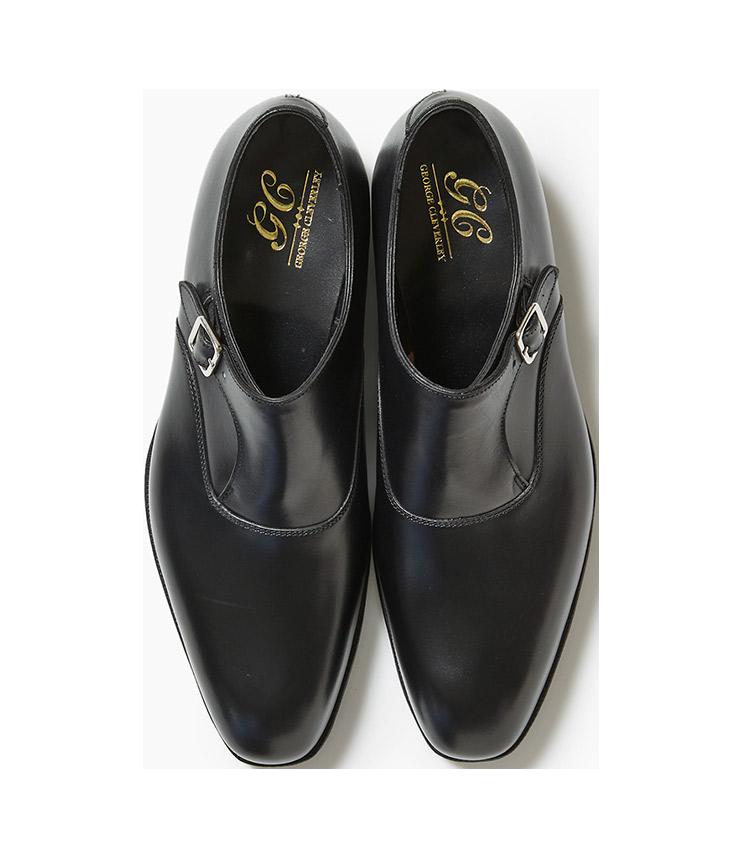 <p><strong>16.ジョージ クレバリーの黒のシングルモンクシューズ</strong><br /> 1958年設立、ロンドン発ビスポークシューズブランドの既成靴。シングルモンクシューズはフォーマルからビジネスシーンまでと汎用性が高い。11万円(リングヂャケットマイスター206 青山店)</p>