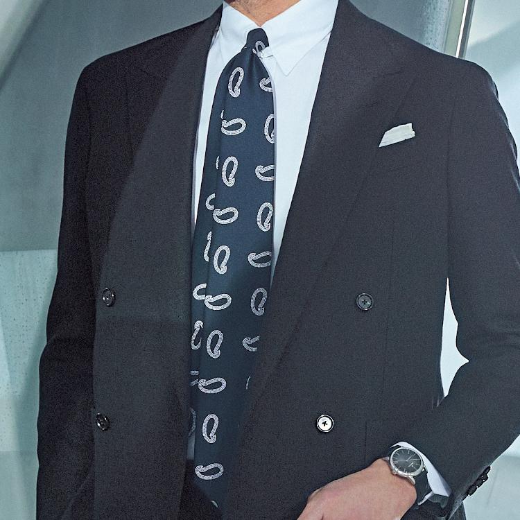 ビジネスで「黒スーツ」は使えるか?【1分で出来るスーツのお洒落】