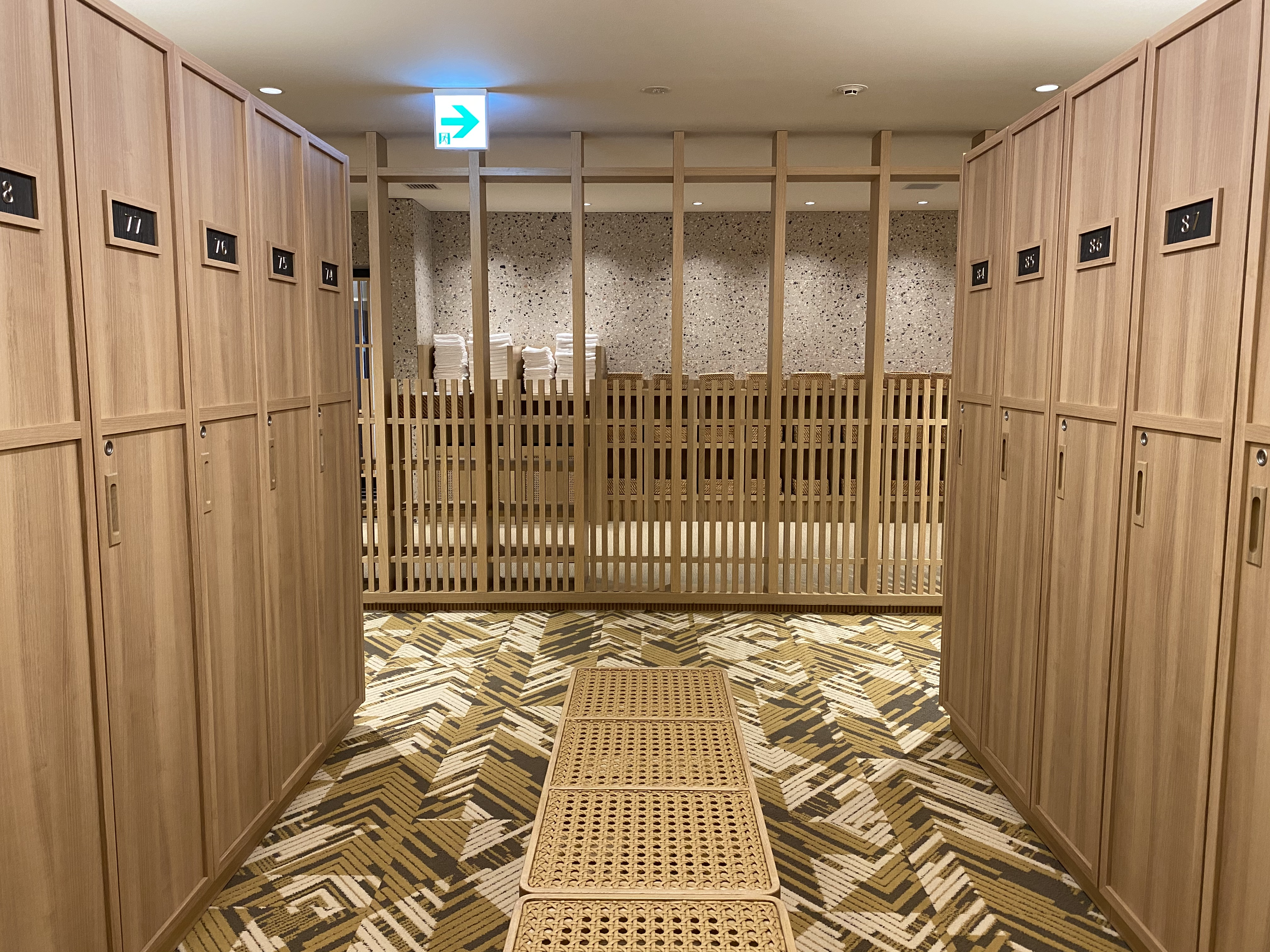 <p>ロッカールームも清潔感があってシックな雰囲気</p>