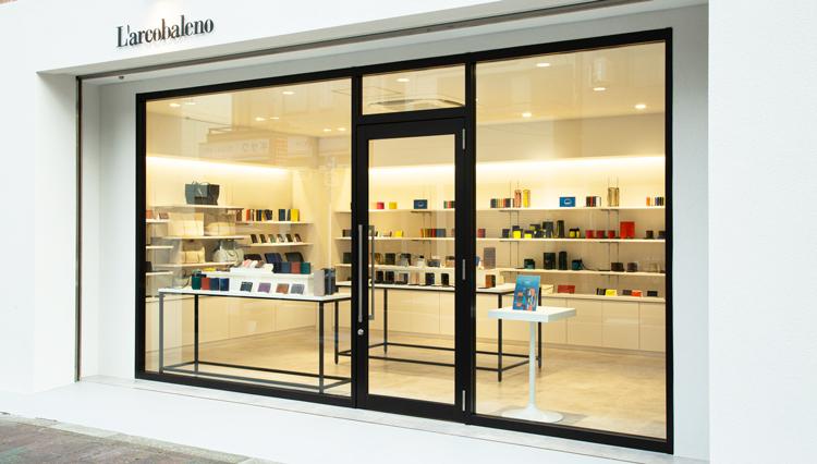 伊の有名レザーブランド「ラルコバレーノ」、国内初の直営店をオープン【ひと言ニュース】