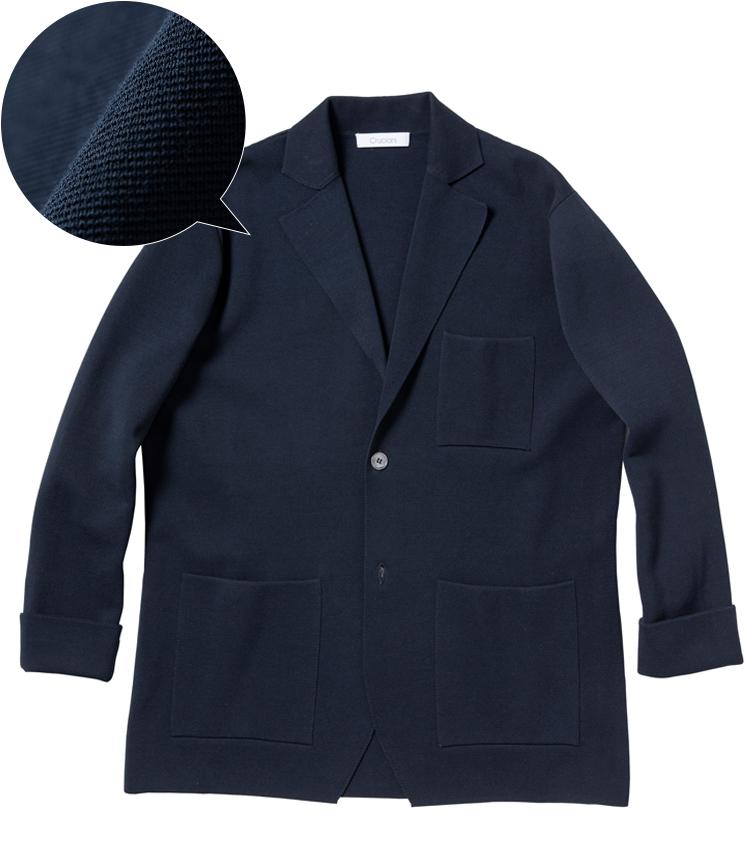 <p><strong>CRUCIANI / クルチアーニ</strong><br /> 「ミラノリブ」と呼ばれるハイゲージのリブ編み素材によるジャケットはクルチアーニの定番。しっかり目が詰んでいるためハリ感があり、ニット地ながらテーラードJKのような品格を備える。素材はコットン100%。12万5000円(ストラスブルゴ)</p>
