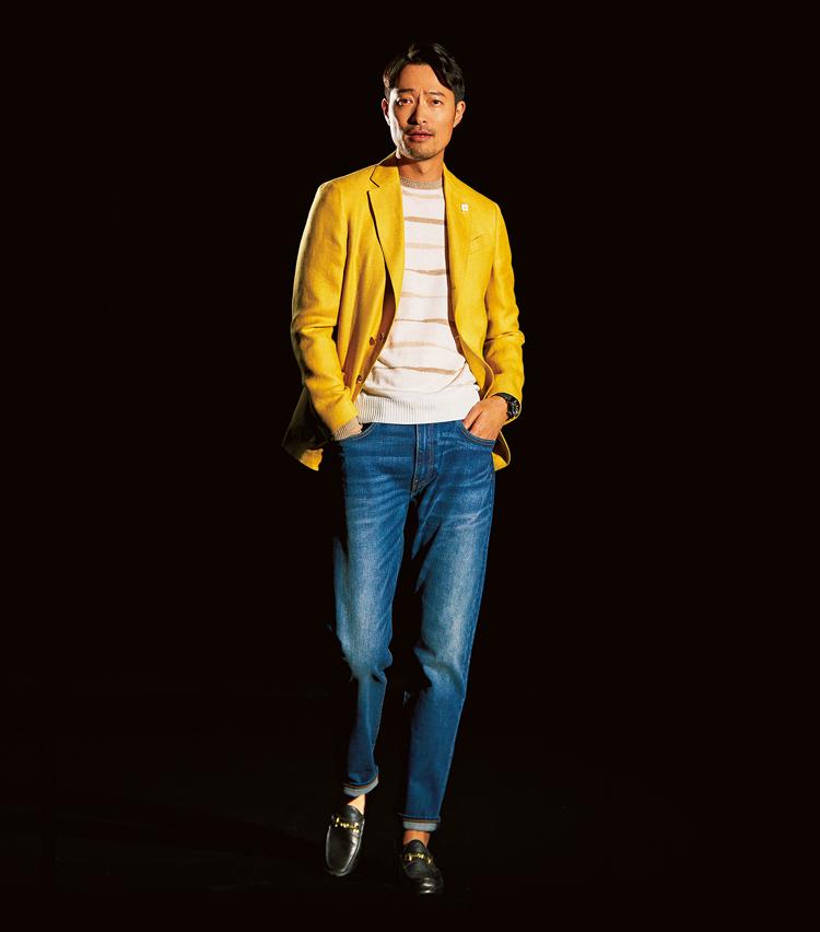 <p>「鮮やか色とのバランスも◎」(樗澤)印象の強いイエロージャケット×色落ちデニムの華やかスタイルを、しっかり受け止めトラッドにまとめる存在感を放つ。(5月号<a href=