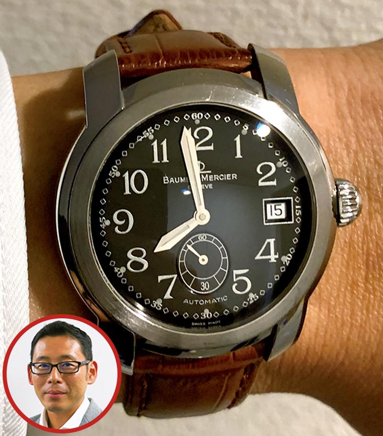 <p><strong>BMWジャパン 広報部長 佐藤 毅さんの愛用時計<br /> Brand…ボーム&メルシエ Model…ケープランド</strong><br /> 「シンプルでどんなシーンでも使えるのが非常に気に入っています。仕事でもプライベートでも関係なく使用しています。また革ベルトなので、革ベルトの色や素材を変えて遊べる点も気に入っています」</p>